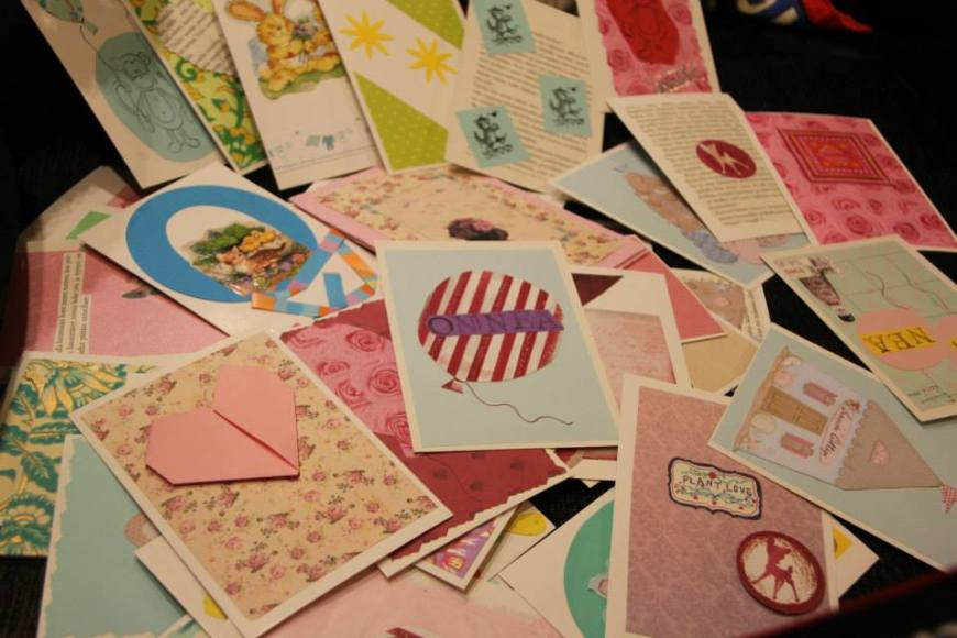 Kauniita kortteja pienten iloksi. Kuva: Hanna Koskenheimo